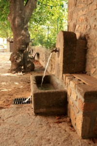 Fontaine de l'ancienne école © Simon Bugnon